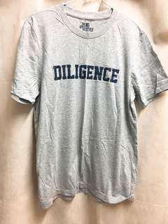 灰色短袖T恤