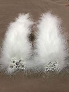 🚚 Pair of white fur strip with lace gem embellishment