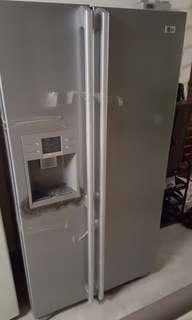 Side by side. Dispenser Refrigerator