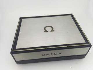 古董歐米茄鋁質錶盒附1967年保用證書
