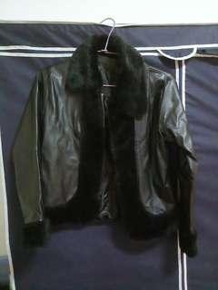 黑色皮外套