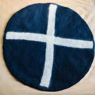 """[BNWT] - """"Down To The Woods"""" - Spot X Round Rug - Navy/White"""