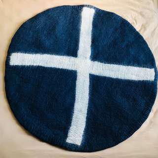 "[BNWT] - ""Down To The Woods"" - Spot X Round Rug - Navy/White"