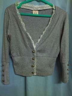 👑花漾白搭短版針織外套-灰蕾絲邊