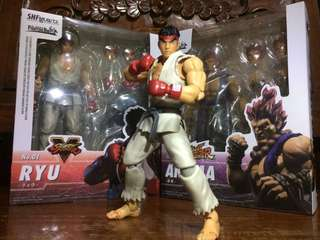 SH Figuarts Street Fighter V Ryu and Street Fighter Akuma Action Figures KO