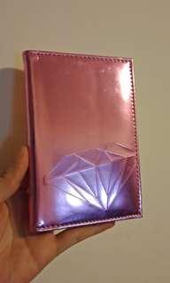 🚚 粉紅亮面護照套