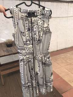 Cue white zip up patterned dress size 6