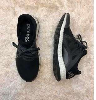 🚚 adidas 黑色球鞋