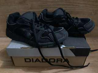 Sepatu sekolah kets Diadora