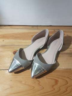 Gold cap pointy flats size 7