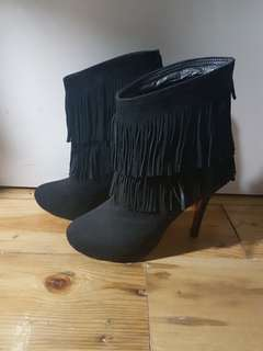 Louboutin Suede Boots size 37