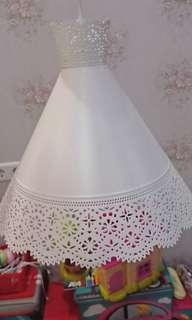Lampu gantung ruang makan atau ruang tamu