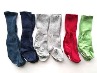 PRELOVED BLUEZOO Set of 6 Pairs of Kid's Socks In Red Green Grey Dark Navy Blue - in good condition