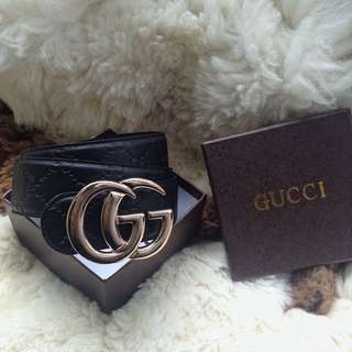 Gucci Reversible Marmont Belt.