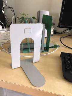Bookends book ends set of 5 (all 5 pieces for $5)