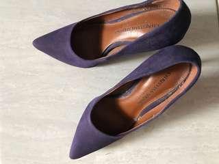 Stiletto ungu