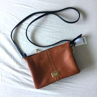 🚚 Colette Pocket Crossbody Bag