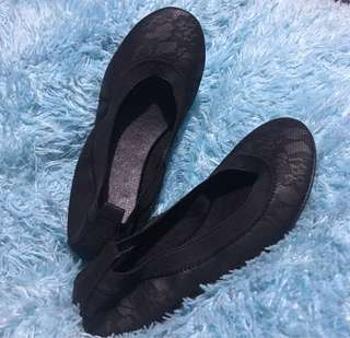 Black Lace Pattern Ballet Flats