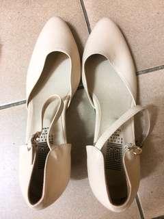 🚚 米白氣質短跟尖頭鞋24號#女裝半價拉