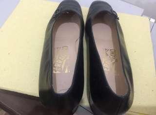 Original Salvatorre Ferragamo ladies black shoes size 7AA