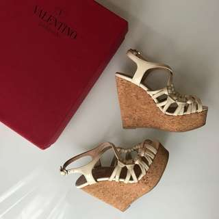 Valentino Garavani white patent cork wedges sandals size 35 / 5