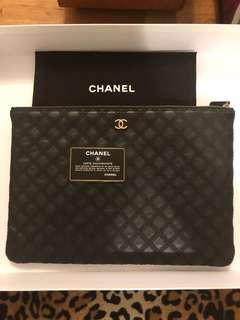 Chanel clutch (黑色   13.5吋寬 X  9.5 吋高)