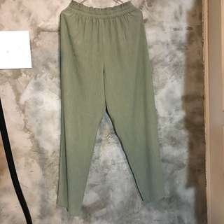 🚚 橄欖綠楊柳紗長褲 厚壓紋雪紡 彈性鬆緊帶 直筒 微寬褲 寬鬆 腰寬34公分 臀寬57 大腿寬33 全長98