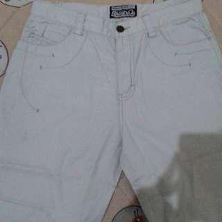 Celana pendek ( short jeans )
