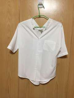 🚚 白V領上衣