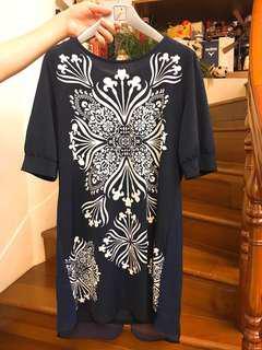 長版藏青色底白色花紋五分袖上衣