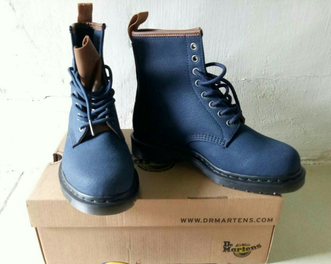 Dr Martens 1460 Waxy Canvas Navy Tan