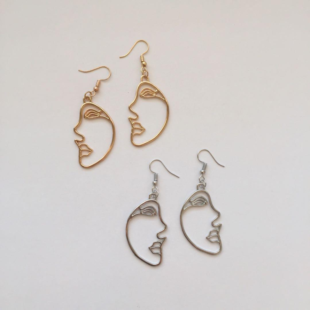 FUNKY HALF FACE EARRINGS