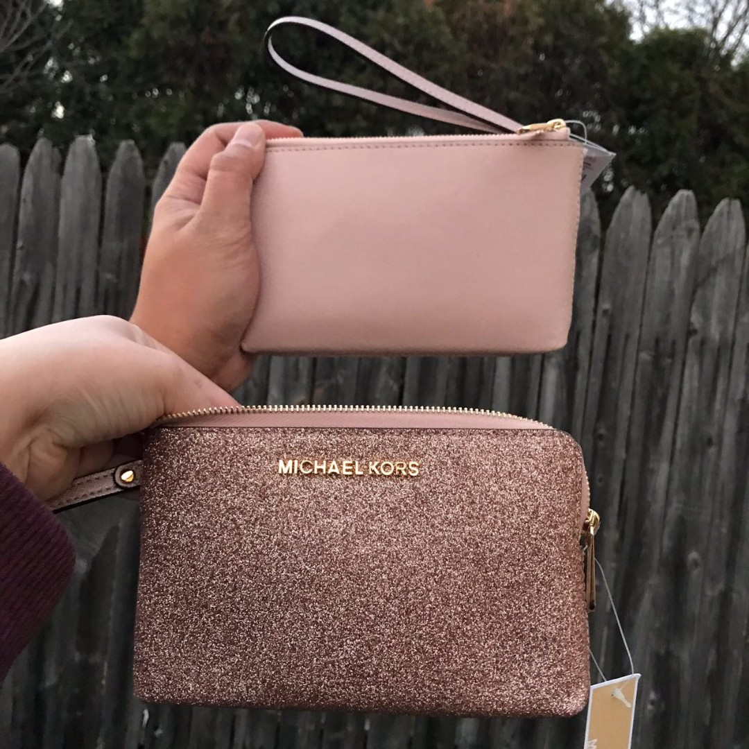 4958a39de27a Michael Kors Jet Set Travel Glitter Large Double Wristlet in Rosegold/Ballet,  Women's Fashion, Bags & Wallets, Clutches on Carousell