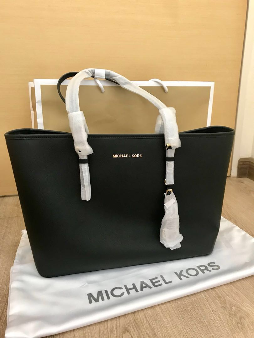 b1e67d7487a8aa NEW! Michael Kors Tote bag, Women's Fashion, Bags & Wallets ...