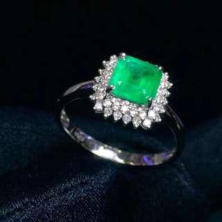 18K金鑲嵌鑽石祖母綠戒指