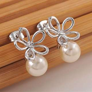 18K Rose Gold plated Cultured pearl flower design . 2cms height x 1.4 cms width