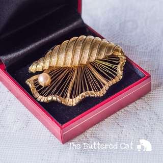Vintage gold tone seashell brooch with a cultured pearl, statement brooch