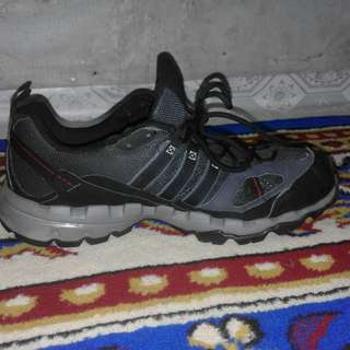 Sepatu gunung adidas original