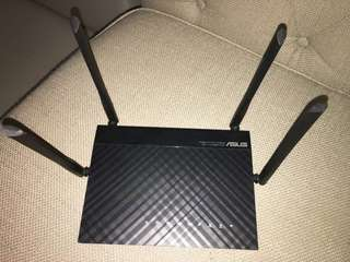 WiFi router ASUS AC1200 (used for only 2 years / still in very good condition)