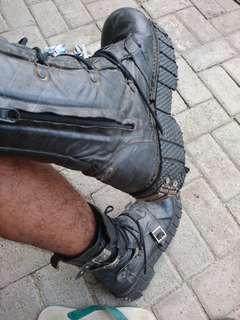 Sepatu maddog Kw
