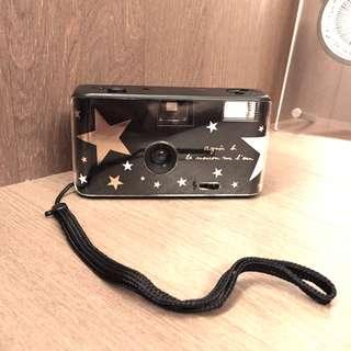 🚚 agnes b. 黑底星星款底片相機