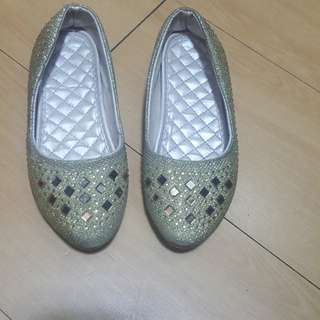 Gold sparkling flat shoes for kids