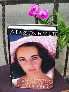 THE BIOGRAPHY OF ELIZABETH TAYLOR