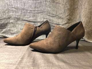 🚚 DIANA-霸氣尖頭麂皮高跟踝靴