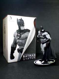 Batman Black And White Statue - Gary Frank