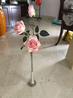 Bunga mawar dengan Vas tingginya