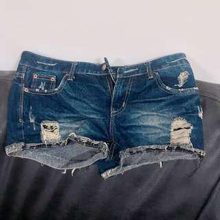 牛仔刷破錨釘熱褲短褲