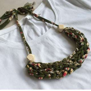 🚚 Handmade T-shirt yarn necklace - Tropical Florals