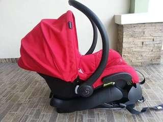Maxi Cosi Mico car seat with base
