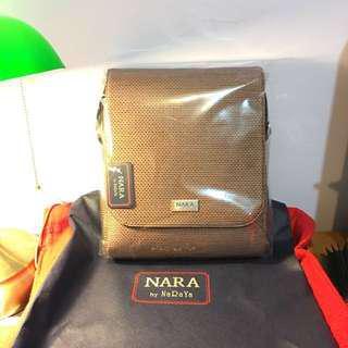 🚚 男仕 肩包 NARA by naraya  曼谷包的升級款 - 附防塵套 、有質感 、全新未拆封
